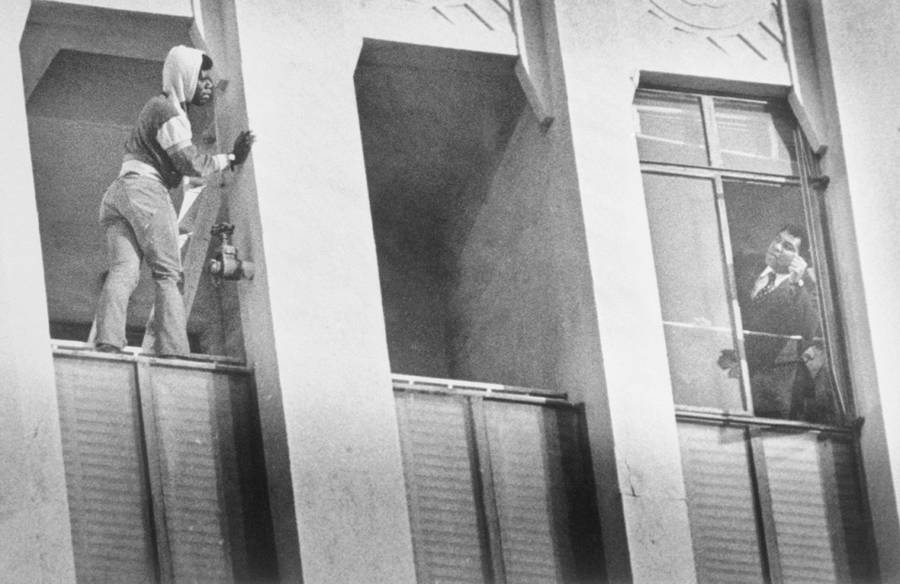 A suicidal veteran of the Vietnam Warstands poised to jump off the ninth floor of a building. Muhammad Ali calls to him, begging him not to jump (Los Angeles. January 1981)