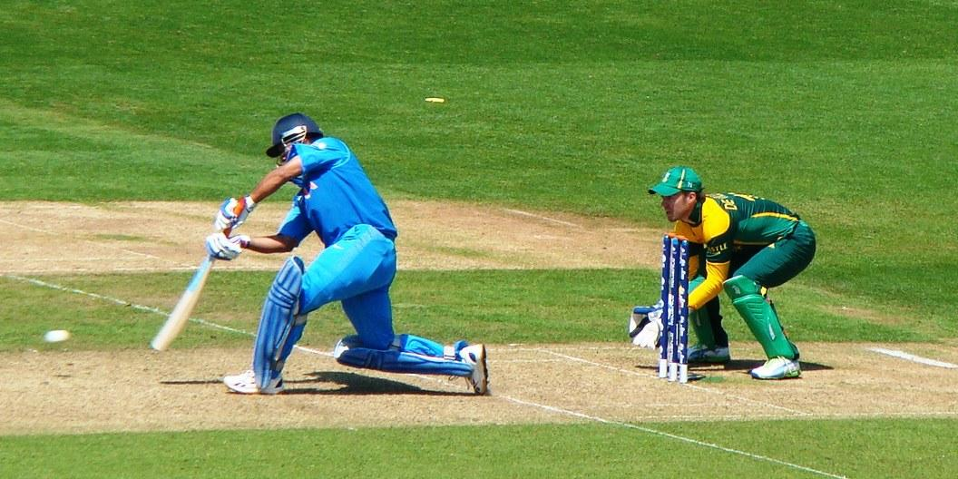 Dhoni batting against South Africa during the group stage match of 2013 ICC Champions Trophy.