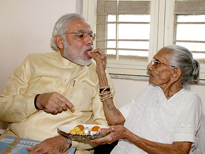 Modi with his mother, Heeraben, on his 63rd birthday on 17 September 2013.