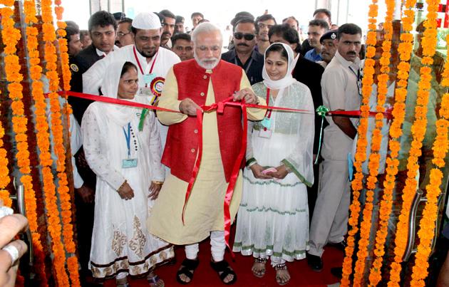 Modi at a hospital dedication in Kheda district, 2013.