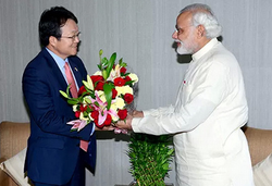 Modi meeting the South Korean ambassador in Gandhinagar in 2013.
