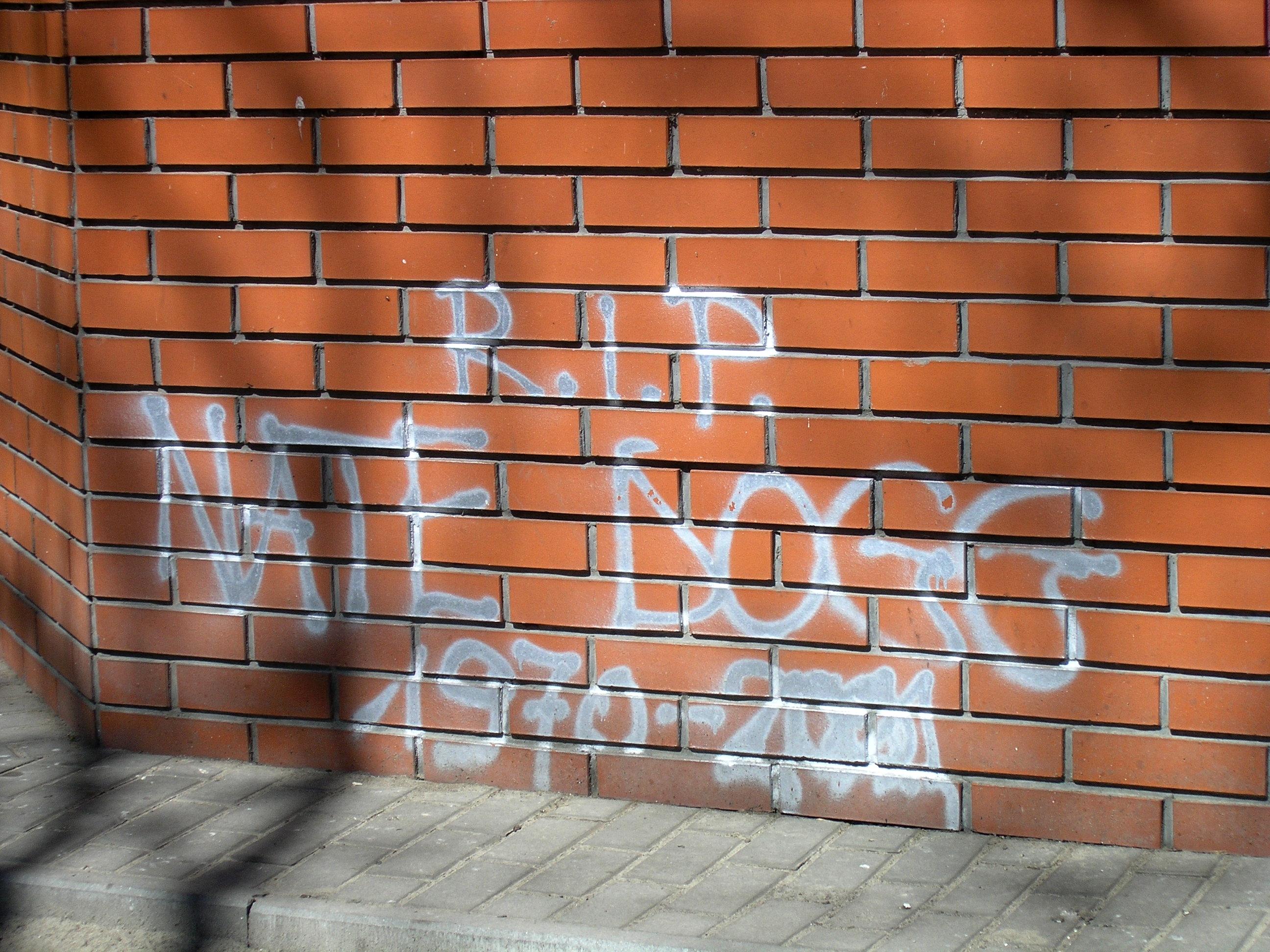 Graffiti devoted to Nate Dogg on Solidarności Avenue in Warsaw (April 2012)
