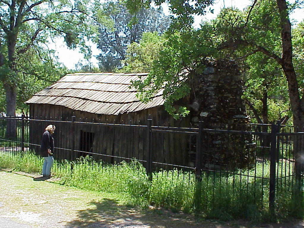 "Cabin where Twain wrote ""Jumping Frog of Calaveras County"", Jackass Hill, Tuolumne County. Click on historical marker and interior view."