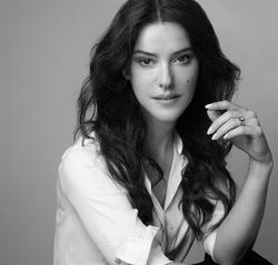 Lisa Eldridge (black and white photo)