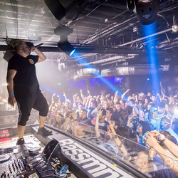 Bailo performing live