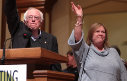 Sanders with his wife                                 Jane O'Meara                                in                                 Des Moines, Iowa                                , January 2016