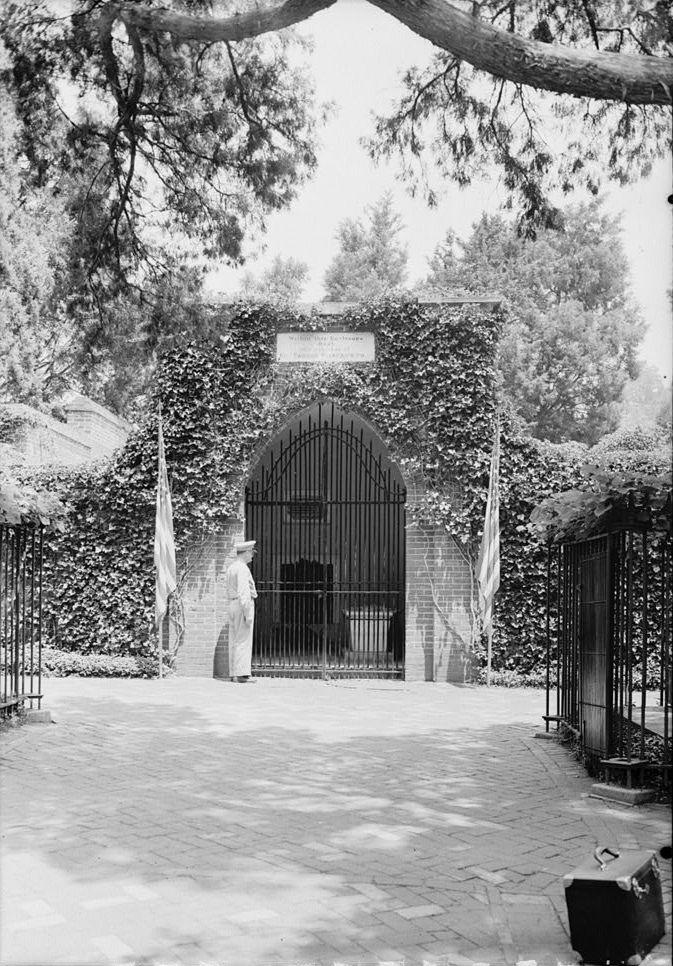 Washington's tomb at Mount Vernon, Virginia