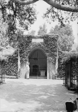 Washington's tomb at                                 Mount Vernon                                , Virginia