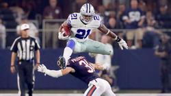 Ezekiel Elliott jumps over the Chicago Bears'Chris Prosinski