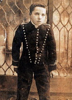 A teenage Chaplin in the play Sherlock Holmes, in which he appeared between 1903 and 1906