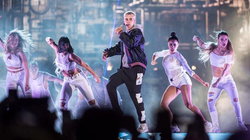 Performing alongside Justin Bieber​