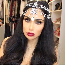 Huda with a tiara[7]
