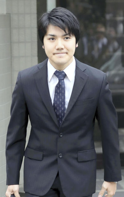 Photo of Kei dressed for a formal meeting.