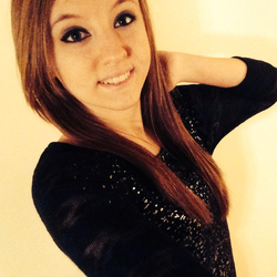 Photo of Alyssa posing[3]