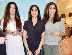 Khushi Kapoor with Sri Devi