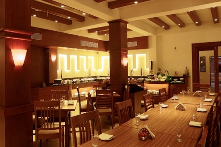 Hotel Restaurant at Country Inn & Suites in Candolim