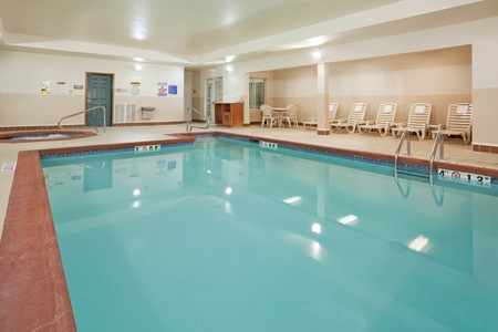 Hotel's Indoor Pool and Hot Tub in Columbia