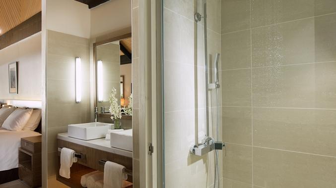King Oceanview Bure Shower