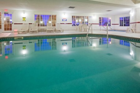 Hotel Pool at Country Inn & Suites Mankato
