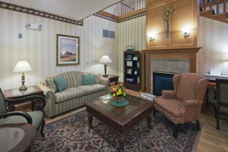 Prairie du Chien Hotel's Comfortable Lobby