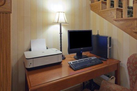 Prairie du Chien Hotel's Business Center