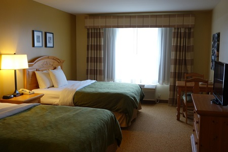 Spacious Rooms at Country Inn & Suites Hotel in Rochester