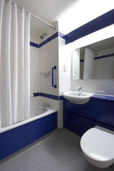 Bradford - Family bathroom