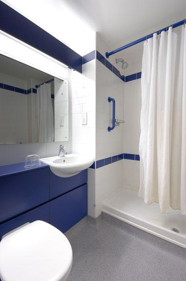 The Regent Hotel Leamington Spa - Double bathroom