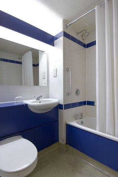 Leeds Central - Double bathroom