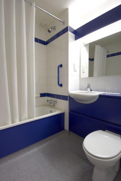 Limerick Ennis Road - Family bathroom