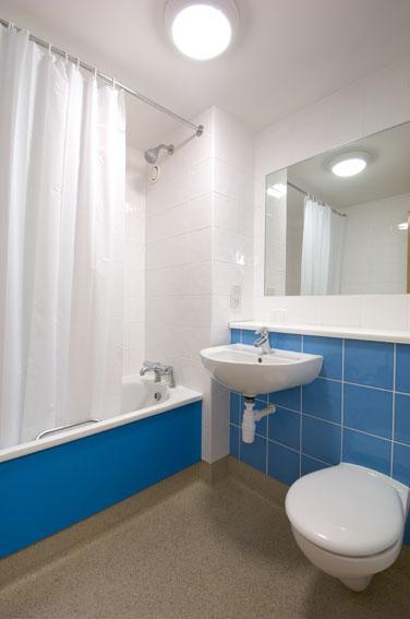 Shrewsbury Battlefield - Double bathroom