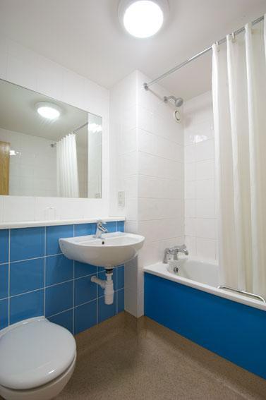 Dundee Central - Family bathroom
