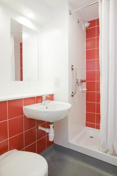 Sunbury M3 - Double bathroom
