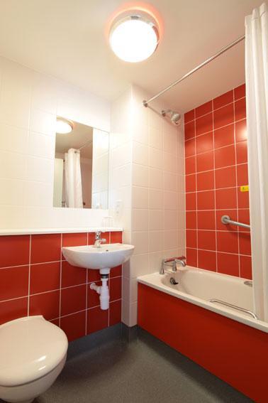 Sunbury M3 - Family bathroom