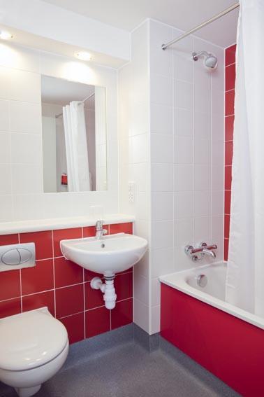 London Heathrow Central - Family bathroom