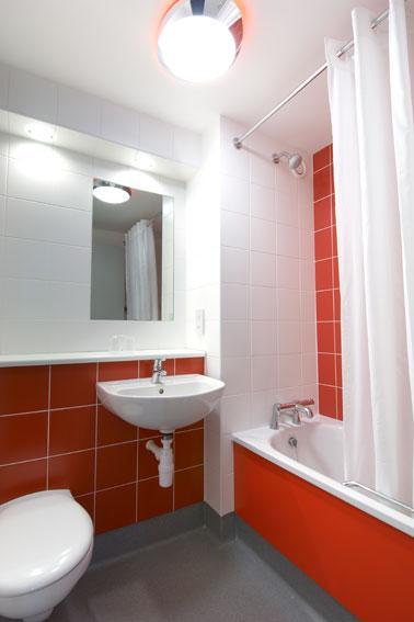 Blackpool South Promenade - Family bathroom