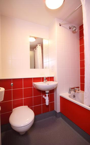 Bournemouth Seafront - Family bathroom