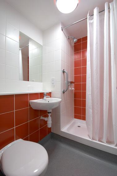 Edinburgh Airport Ratho Station - Shower