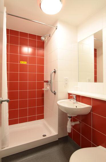 Birmingham Perry Barr - Double bathroom