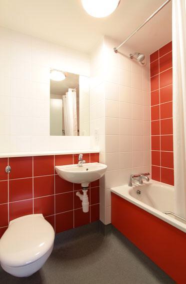Birmingham Perry Barr - Family bathroom
