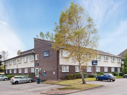Chester Warrington Road hotel - parking