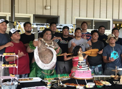 Photo of William Va'ana with the rest of his family and friends.