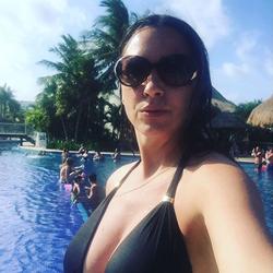 Selfie of Sara Carter in a bikini [41]