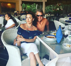 Sara Carter and her husband Marty enjoying a dinner together while on vacation [41]