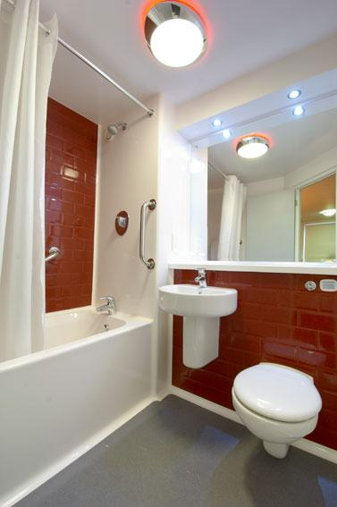 London Whetstone - Family bathroom