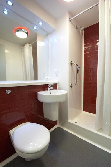 Lancaster Central - Double bathroom