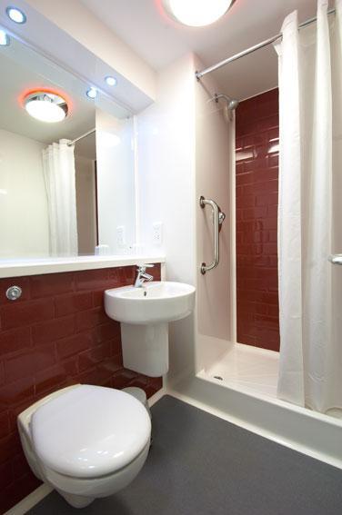 Paignton Seafront - Double bathroom