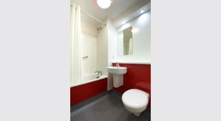 Edinburgh Central Queen Street - Family bathroom