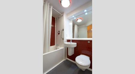 Chichester Central Hotel - Bathroom