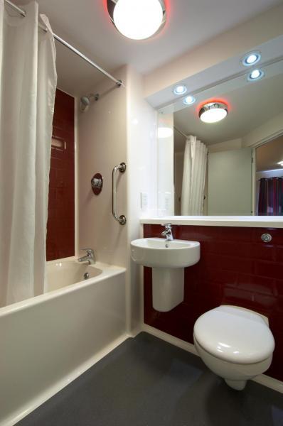 Llanelli Central - Family bathroom